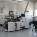XPS photoelectron spectroscopy unit with facilities for treatment of samples at high pressure and temperature